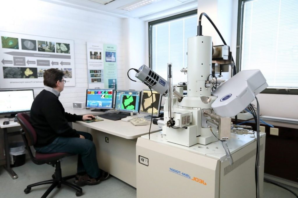 metallurgical lab technician using equipment from Kastnerlab